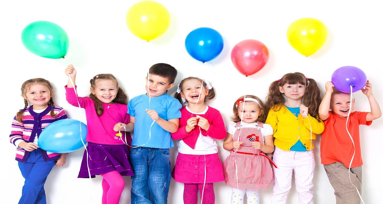 Bambini coi palloncini